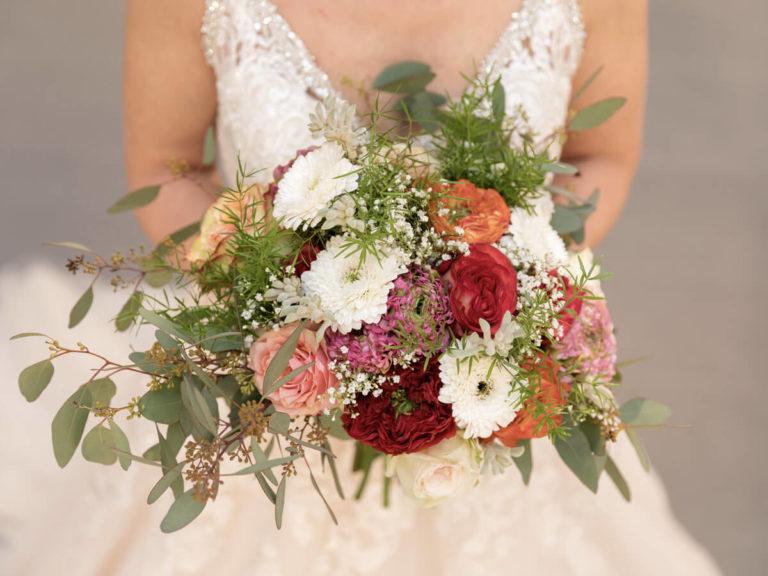 Braut mit Brautstrauß Nahaufnahme